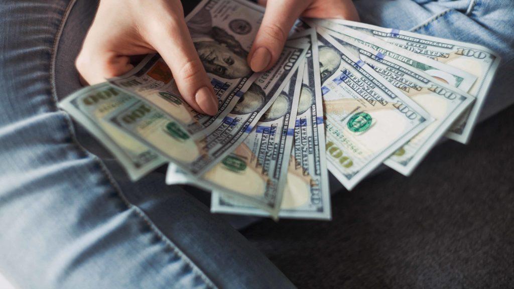 Comment diminuer vos impôts lors de la vente des actions de votre entreprise ?